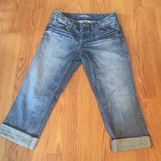 Limited Express denim capris. Sz 8 Cute Express Capri's Sz 8.  100% cotton. Great condition!! Express Jeans Ankle & Cropped