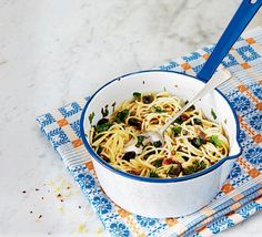 Spaghetti with chunky tapenade. This storecupboard supper combined the robust flavours of anchovies, capers and black olives. For a variation, toss cherry tomatoes and pine nuts through the pasta. Summer Pasta Recipes, Dinner Recipes, Tapenade, 30 Minute Meals, Light Recipes, Food Inspiration, Green Beans, Food Processor Recipes, Yummy Food