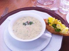 Rezept für eine frühlingshafte Vorspeise: Kerbelsuppe aus dem Thermomix und Bruschette mit Ei und Erbsenpüree
