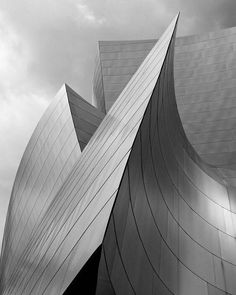 Walt Disney concert hall, Frank O. Gehry, Photo by Ximo Michavila. #architecture #art #design #geometry #pattern #artist #ghery #metal #reflection #sky #cloudy #disney #gehry #archinerds #architect #architects #designer #artist