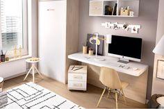 Mesa de estudio con tapa volada sujeta a un panel a suelo. Mide 120x57 cm. Acompaña a la mesa un buk de dos cajones con ruedas. Acabado en natural y seda.