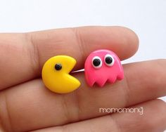 Super Cute Pacman Post Earrings por momomony en Etsy