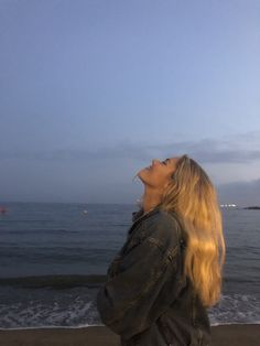 City Guide: Weekend in Barcelona – Margot Lee – girl photoshoot poses Summer Aesthetic, Aesthetic Photo, Aesthetic Girl, Beach Aesthetic, Travel Aesthetic, Blonde Aesthetic, Retro Aesthetic, Aesthetic Food, Aesthetic Pictures