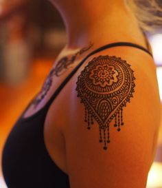 This would be an awesome tattoo....a design that looks like henna but is…