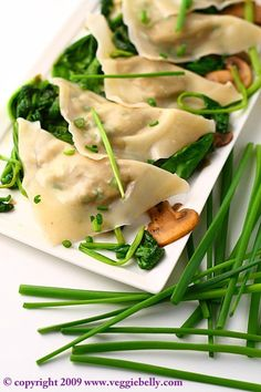 Edamame and Walnut Ravioli with Spinach Mushroom Saute. Hell, I don't even like edamame but I would devour this! Spinach Recipes, Veggie Recipes, Asian Recipes, Vegetarian Recipes, Healthy Recipes, Think Food, I Love Food, Enjoy Your Meal, Spinach Stuffed Mushrooms