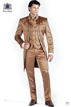 Traje de novio italiano Levita en raso oro viejo con bordado floral en negro y cuello Mao, modelo 721 Ottavio Nuccio Gala colección Barroco 2015.