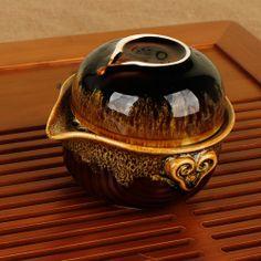 """由于精选非常活跃的矿物釉料,目的是要表达釉面丰富多彩的自然变化, 体现多彩多姿的艺术效果,其工艺特点是在烧窑过程中利用窑炉内上下温 差,火嘴远近,排气控制的技术调控营造窑炉内流动气氛而形成产品色彩 变化,并控制在一定的范围内,结合创意设计更能体现独特的产品气质, 这将给人们提供一种崭新的视觉体验,其乐无穷,让每一件产品都成为独 一无二。   钧瓷的名贵在于其独特的窑变釉色,其釉色是自然形成,每一件钧窑的釉色都是唯一的,独一无二,即""""钧瓷无双"""",且釉透,釉活,胎质精纯,坚实细腻。扣之声圆润悦耳,清脆动听;观之形端庄优美,古朴典雅,它的釉变色五彩缤纷,璀璨夺目,浑然天成。"""