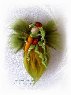 Deko-Objekte - Fee gefilzt - Gartenfee Gärtie mit Karotte - ein Designerstück von faunora-funflower bei DaWanda