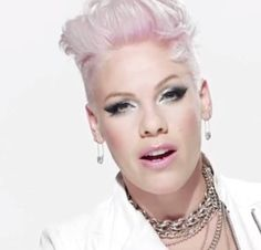 P!nk. LQQKIN. AS. BEAUTIFUL. AS. EVER. THAT. IS. Y. SHE. IS A. COVER. GIRL MODEL. ;-$