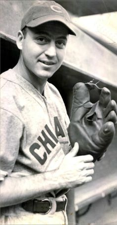 Baseball's Most Lopsided Trades - The Dodgers Steal Billy Herman From the Cubs.and Win the 1941 Pennant! - Baseball History Comes Alive! Chicago Cubs Baseball, Baseball Photos, Baseball Cards, Chicago Cubs History, Leo Durocher, But Football, American Athletes, Cubs Win, Double Play
