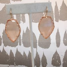 Kendra Scott Corley Earrings Rose Gold Corley in Peach. Never worn and in excellent condition. Kendra Scott Jewelry Earrings