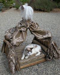 Marie Antoinette Dog Bed in Gold