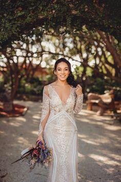 Embroidered dress #YolanCris #brides #ispiration #wedding #weddingdress #countryside #boho #chic #fashion #dress #bride #love #nature #longsleeve #pedreria #rhinestones #rustic #embroidereddress