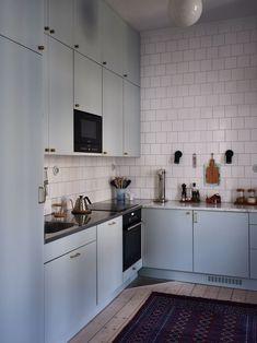 Våra Hem – Historiska hem Kitchen Time, Kitchen And Bath, Kitchen Dining, Kitchen Decor, Kitchen Cabinets, Kitchen Interior, Interior Design Living Room, Small House Decorating, Design Your Dream House