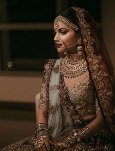The bridal jewellery is the highlight of the wedding. Different and beautiful Indian bridal jewellery is every girl's desire.A bride is said to be Indian Bridal Outfits, Indian Bridal Fashion, Indian Bridal Wear, Indian Dresses, Bride Indian, Punjabi Bride, Indian Bridal Lehenga, Eid Dresses, Indian Clothes