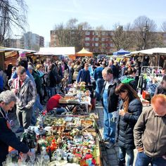 Flohmarkt am Mauerpark - cool Berlin fleamarket