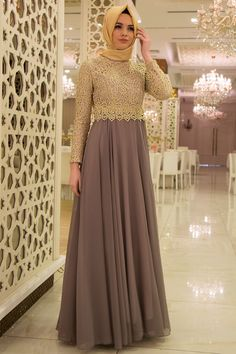 Nayla Collection - Gold Dantelli Gri Tesettür Abiye Elbise 3347GR Abaya Fashion, Modest Fashion, Fashion Dresses, Muslim Women Fashion, Islamic Fashion, Dress Brukat, Beautiful Dresses, Nice Dresses, Pakistani Wedding Outfits