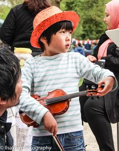Violin player at Kingsday 2018 Amsterdam by Ilse Cardoen