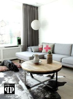 Tafels - quip&Co Living Room Modern, Living Room Interior, Home Living Room, Living Room Decor, Small Living, Industrial Home Design, Couch Table, Sweet Home, Interior Design