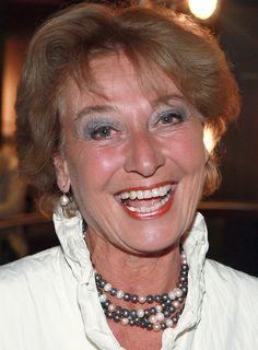 Lisette Hordijk 26-12-1946  Was gedurende de periode 1968-1996 een presentatrice en omroepster bij de NCRV. Ze was gedurende die tijd als omroepster op televisie één van de gezichten van de NCRV. Daarnaast presenteerde ze onder andere ook het programma U zij de glorie.  In 1991 verdween ze, net als collega Henk Mouwe, als omroepster van de buis, omdat hun gezicht te oud zou zijn voor de uitstraling van de omroep. https://youtu.be/PWM6egN8huU?t=56