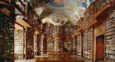 Na lista de hoje você vai conhecer algumas das mais incríveis, majestosas e impressionantes bibliotecas do mundo. Veja as imagens e entenda de uma vez por todas porque muita gente ainda prefere visitar bibliotecas, mesmo com e-books e outras facilidades tecnológicas a um clique de distância: