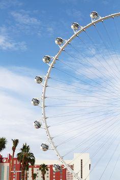 The High Roller Ferris wheel has gotten its final five passenger cabins! Opening soon!