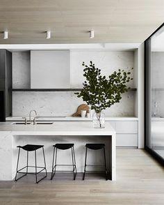 // HIGH RES HEAVEN. When @mimdesignstudio sends you a sparkly + CRISP high res photo of their BEST KITCHEN EVER. Happy Friday fellow design nerds ;) Photo by @sharyncairns! Team DS. X #designstuff #dreamkitchen #weonlypostinhighres #wehaveissues #kitchen #kitchendesign #kitchenisland #kitcheninspo #kitcheninspiration #mimdesign #interiors #australianinteriors #australianinteriordesign #melbourne #tpcresidence #marble #marblelove