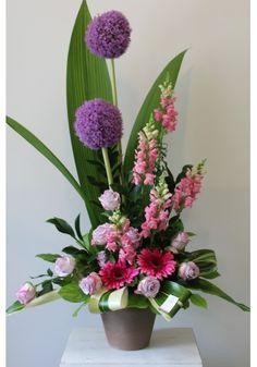 Contemporary Flower Arrangements, Tropical Floral Arrangements, Creative Flower Arrangements, Flower Arrangement Designs, Ikebana Flower Arrangement, Church Flower Arrangements, Church Flowers, Very Beautiful Flowers, Exotic Flowers