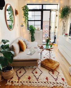 33 of the best modern boho living room ideas across the internet to give you inspiration in your next decorating project. home decor cozy living rooms small spaces Modern Boho Living Room Ideas - Nikola Kosterman Boho Living Room, Interior Design Living Room, Home And Living, Living Room Designs, Cozy Living, Bohemian Living, Bohemian Studio, Diy Interior, Modern Bohemian