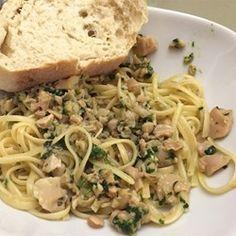 Linguine with White Clam Sauce II - Pasta/Potato - Linguine Recipes, Pasta Recipes, Cooking Recipes, Cooking Dishes, Gnocchi Recipes, Meatless Recipes, Casserole Recipes, Seafood Dishes, Pasta Dishes