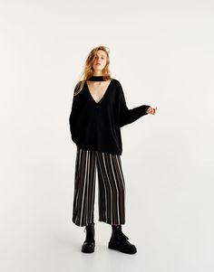V-neck sweatshirt with choker - Sweatshirts & Hoodies - Clothing - Woman - PULL&BEAR United Kingdom
