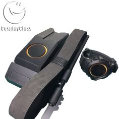 Tom clancy's The Division Communicator Watch Cosplay Accessories - CosplayClass The Division Gear, The Division Cosplay, Division Games, Tom Clancy The Division, Concept Clothing, Best Cosplay, Awesome Cosplay, Cosplay Boots, Concept Art World