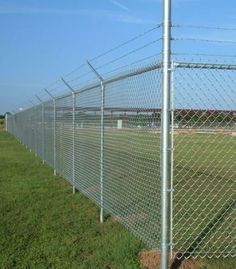 Chain link fence is named diamond wire mesh. HUAGUANG FENCE have galvanized chain link mesh, pvc coated chain link fence, etc. Various products can be made according to our needs. Barbed Wire Fencing, Mesh Fencing, Metal Fence, Wire Fence, Garden Fencing, Chain Link Fence Parts, Black Chain Link Fence, Chain Fence, Types Of Fences