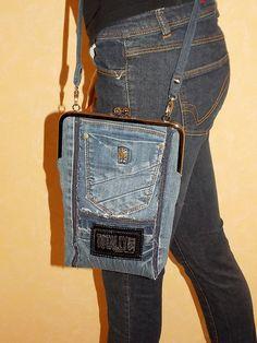Umhängetaschen - Kleine Täschchen mit Bügel, Jeans Upcycling, KCA39 - ein Designerstück von sauterart bei DaWanda