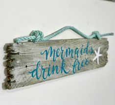 Signs and home decor made from surf tumbled Maine driftwood and re-purposed wood. Vintage Beach Signs, Beach Signs Wooden, Driftwood Signs, Driftwood Wall Art, Driftwood Beach, Beach Wood, Driftwood Crafts, Beach Art, Mermaid Drink
