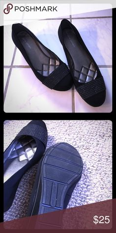 Andrew Geller Senona Women's Wedges Perfect dress shoe for work wear or going out.  Only worn twice. Size 8.5, Black. Andrew Geller Shoes Wedges