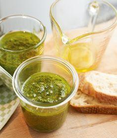 Basilikum-Pesto: Die italienische Pasta-Sauce schmeckt auch auf Brot - und selbst gemacht am besten.