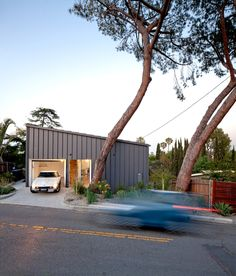 BIG & small House in Los Angeles by Anonymous Architects