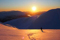 Helgens fineste solnedgang? | Ski | FRIFLYT.NO Davos, Norway, Kai, Skiing, Backdrops, Most Beautiful, Scenery, Celestial, Adventure