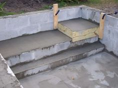 Concrete Block Pool Kits Concrete Block Puppy Pool in progress many questions Page 2 Small Swimming Pools, Small Backyard Pools, Small Pools, Small Patio, Concrete Pool, Concrete Blocks, Concrete Table, Cheap Outdoor Fire Pit, Puppy Pool