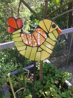 Tutor mosaiquismo Mosaic Animals, Mosaic Birds, Mosaic Garden Art, Mosaic Art, Mosaic Crafts, Mosaic Projects, Rock Painting Patterns, Yard Design, Stained Glass Art