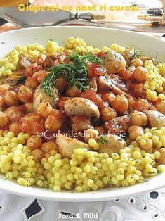 Ciuperci cu naut si cuscus este o mancare usoara, de post dar nu numai, perfecta pentru orice zi a saptamani. Vegetable Recipes, Vegetarian Recipes, Cooking Recipes, Healthy Recipes, Healthy Food, Good Food, Yummy Food, Greek Recipes, Diy Food