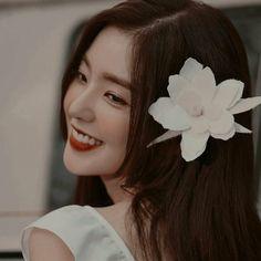 Irene is so damn perfect. Seulgi, Red Aesthetic, Kpop Aesthetic, Red Velvet Irene, Black Velvet, Kpop Girl Groups, Kpop Girls, Peek A Boo, Sooyoung