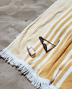 Summer picture ideas Yellow & White Striped Beach Towel// Beach Style Should I Let My Adult Child Mo Summer Vibes, Summer Feeling, Poses Photo, Beach Sunglasses, Foto Fashion, Fashion 2017, Fashion Trends, Summer Aesthetic, Aesthetic Yellow