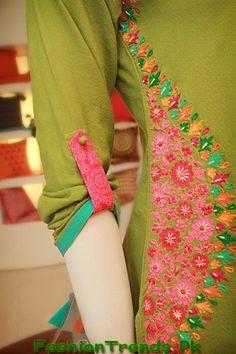 FF Kurtis Summer 2013 New Dresses Collection Make flowers w ric Rac Salwar Designs, Kurti Neck Designs, Sleeve Designs, Blouse Designs, Dress Designs, Flower Designs, Embroidery On Kurtis, Kurti Embroidery Design, Hand Embroidery Designs