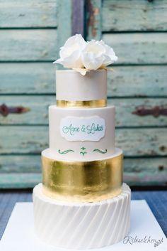 Cream wedding cake with gold leaf - Hochzeitstorte in Creme mit Blattgold