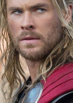 The future never looked so darn good before! Chris Hemsworth - O que dizer desse homem...lindo ou maravilhoso ou espetacular, tudo isso é pouco.