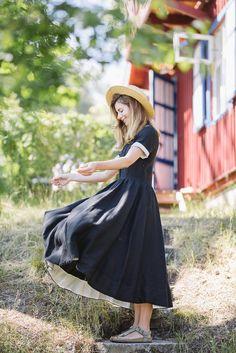 Classic Dress, Short sleeves, Black Pansy