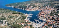 Milna nevű településből kettő is van Horvátországban: az egyik Hvar szigetén, a másik Bračon. Mi most az utóbbiról beszélünk.