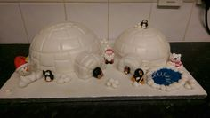 Igloo and Penguin Christmas Cake
